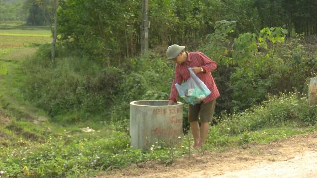 Đồng Hỷ thực hiện thu gom vỏ thuốc bảo vệ thực vật đem đi xử lý