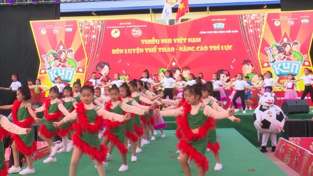 Thiếu nhi Việt Nam rèn luyện thể thao - nâng cao trí lực