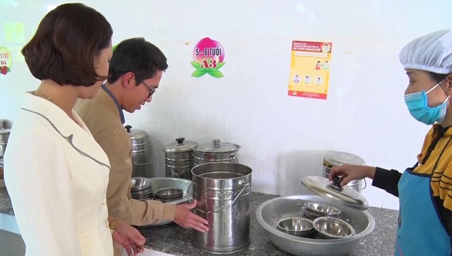Đảm bảo công tác vệ sinh an toàn thực phẩm tại các bếp ăn bán trú
