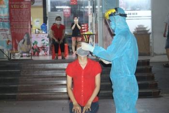 [Photo] TP Thái Nguyên: Xuyên đêm truy vết, khoanh vùng, cách ly, lấy mẫu xét nghiệm
