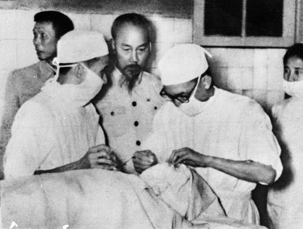 65 nam ngay thay thuoc viet nam tu tuong ho chi minh ve y duc