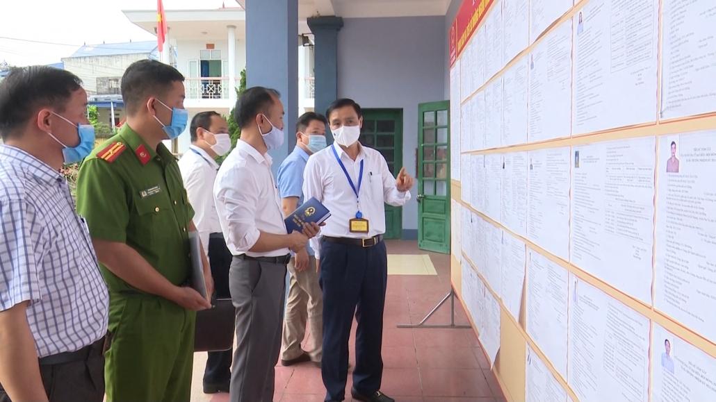 Đồng chí Trưởng Ban Tuyên giáo Tỉnh ủy kiểm tra Bầu cử tại huyện Đại Từ