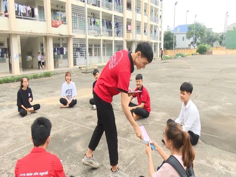 chang sinh vien 12 lan tham gia hien mau tinh nguyen