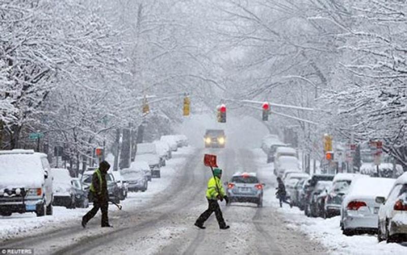 Bão tuyết nghiêm trọng tại Mỹ khiến hàng trăm chuyến bay bị hủy