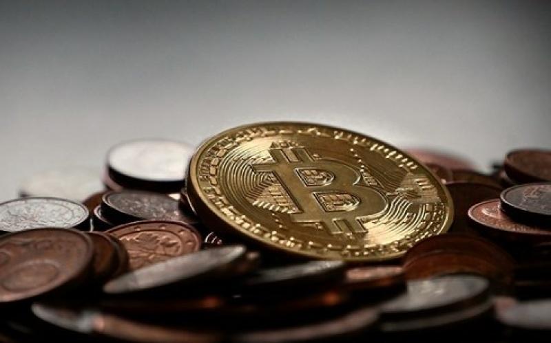 gia bitcoin ngay 212 tang vot