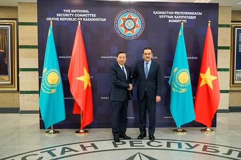bo truong cong an to lam tham va lam viec tai kazakhstan