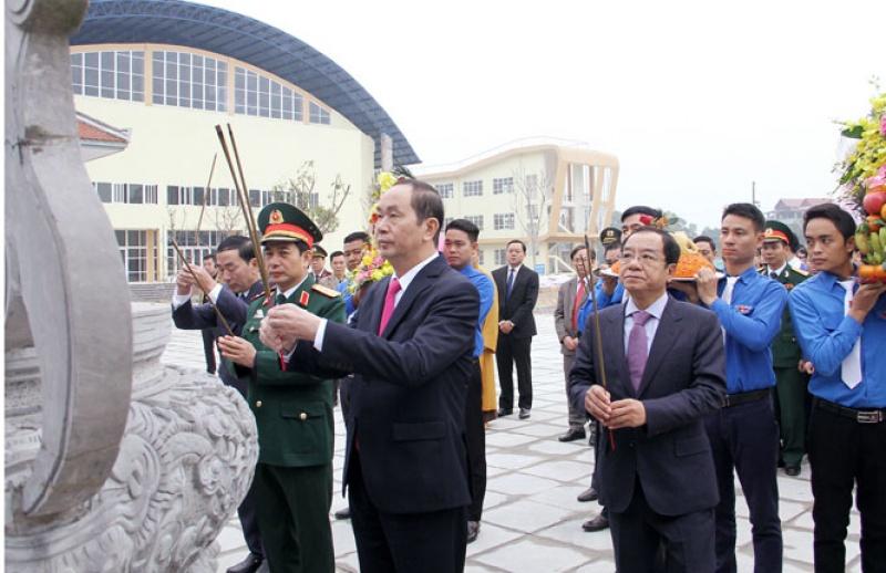 Chủ tịch nước dâng hương tưởng niệm tại Khu Di tích lịch sử Thanh niên xung phong - Đại đội 915
