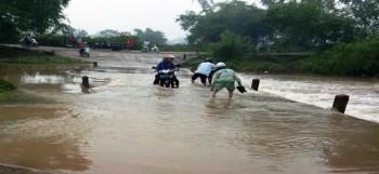 Nguy hiểm khi lưu thông qua tràn Bình Tiến, Thị xã Phổ Yên vào mùa mưa