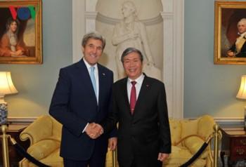 Thường trực Ban Bí thư Đinh Thế Huynh hội đàm với Ngoại trưởng Mỹ