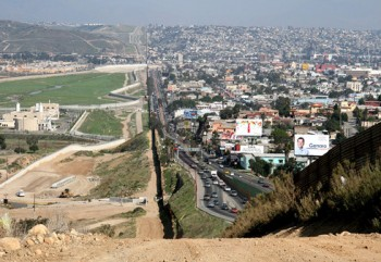 Mexico tuyên bố không trả tiền xây bức tường biên giới với Mỹ