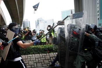 Người biểu tình Hong Kong tức giận vì buổi họp báo của Trung Quốc - VnExpress