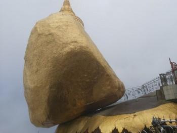 bi an ngoi chua thieng tren tang da dat vang pha vo moi nguyen tac trong luc o myanmar