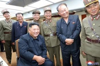 Kim Jong-un giám sát vụ thử tên lửa thứ năm trong hai tuần