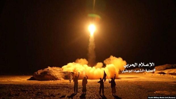 yemen houthi phong 10 ten lua nham vao san bay cua saudi arabia