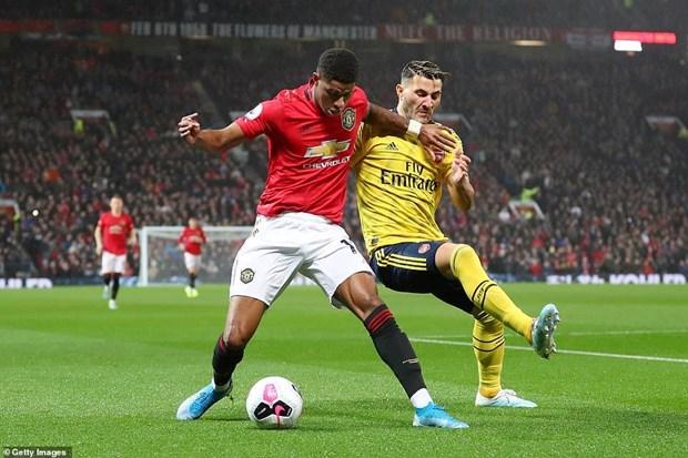 Chia điểm với Arsenal, Manchester United rơi xuống vị trí thứ 10