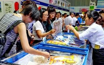 Gần 100 gian hàng được giới thiệu tại hội chợ sản phẩm thủy sản Hà Nội