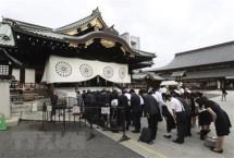 mot bo truong nhat ban vieng den yasukuni dip le hoi mua thu