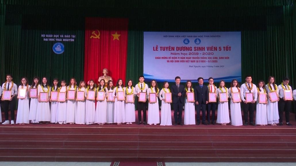 """Tuyên dương """"Sinh viên 5 tốt"""" cấp Đại học Thái Nguyên"""