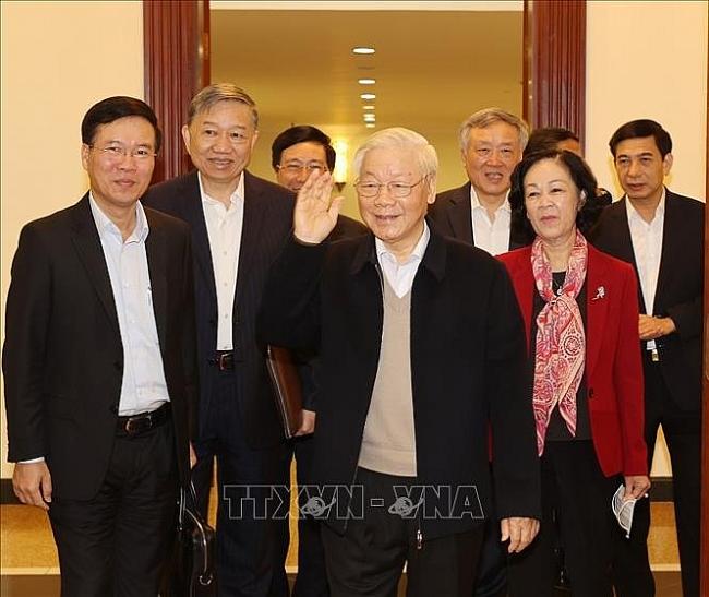 Bộ Chính trị, Ban Bí thư khóa XIII họp phiên đầu tiên