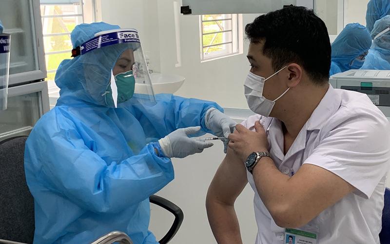 Hơn 32.000 người đã được tiêm vaccine COVID-19