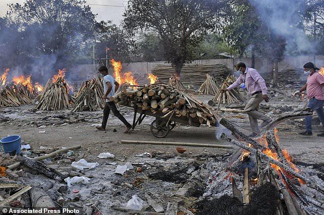 Không chỉ Ấn Độ, thế giới đang ở giữa cuộc khủng hoảng COVID tồi tệ nhất