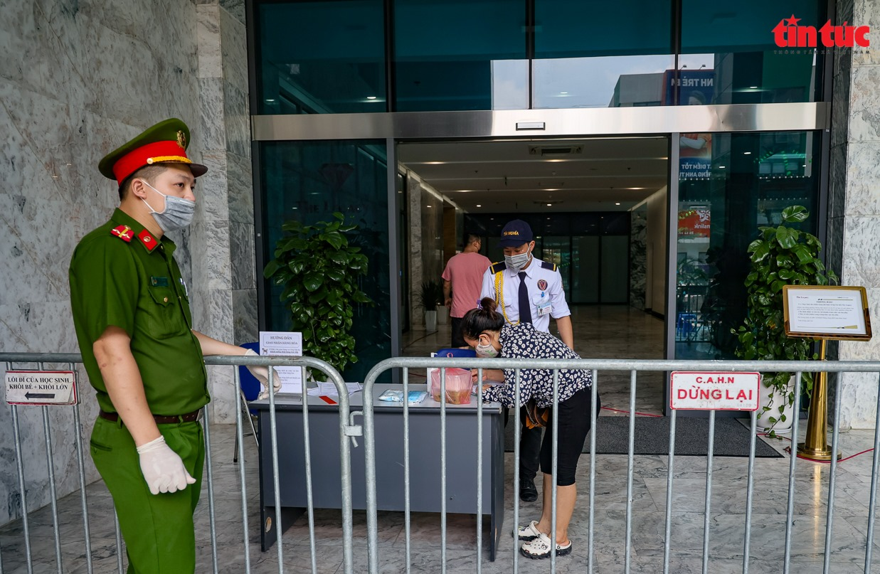Chiều 9/5, Việt Nam có 77 ca mắc mới COVID-19 trong cộng đồng tại 8 tỉnh, thành phố