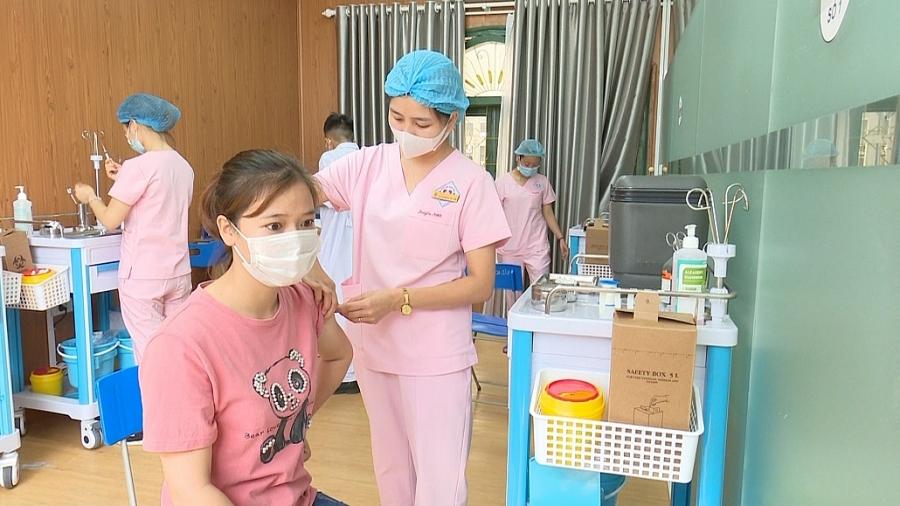 Ưu tiên hơn 300 liều vắc xin phòng COVID-19 cho Đoàn chi viện miền Nam chống dịch