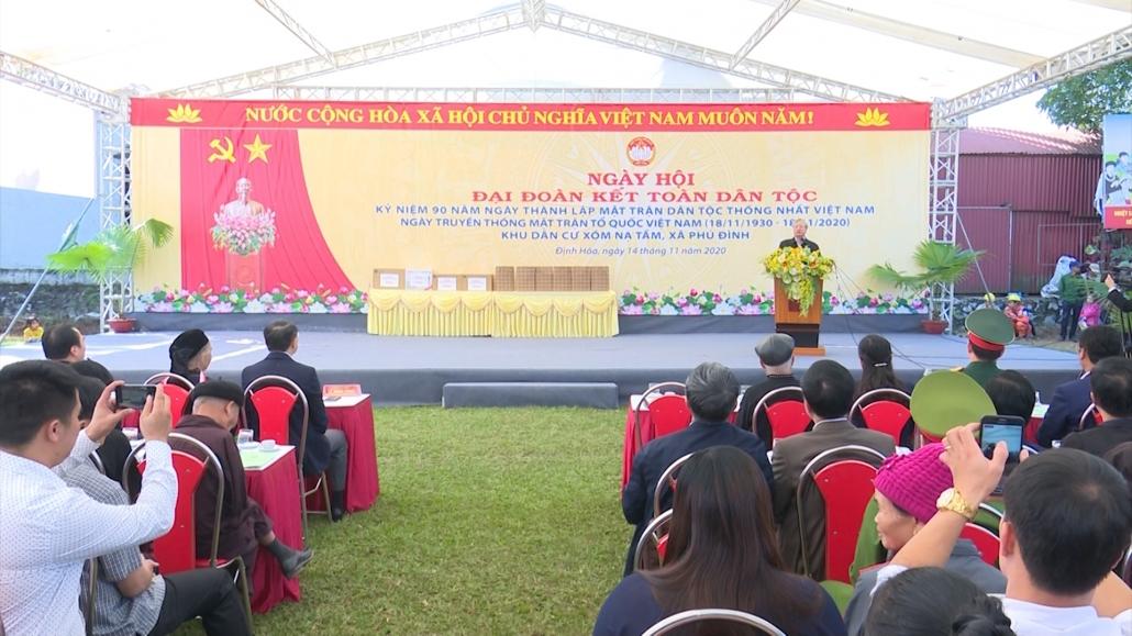 Đồng chí Trần Quốc Vượng - Thường trực Ban Bí thư dự Ngày hội đại đoàn kết tại huyện Định Hóa