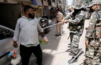 Phòng chống dịch bệnh COVID-19: Cảnh sát Ấn Độ mạnh tay trấn áp người vi phạm quy định giới nghiêm