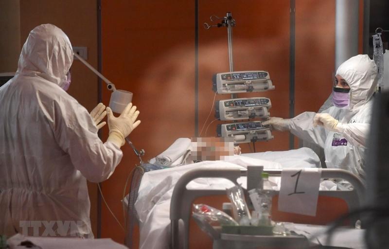 Diễn biến COVID-19 đến 21 giờ 4/4: Số ca tử vong vượt 60.000 người