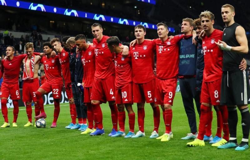 Cầu thủ Bayern Munich tự nguyện giảm lương vì COVID-19