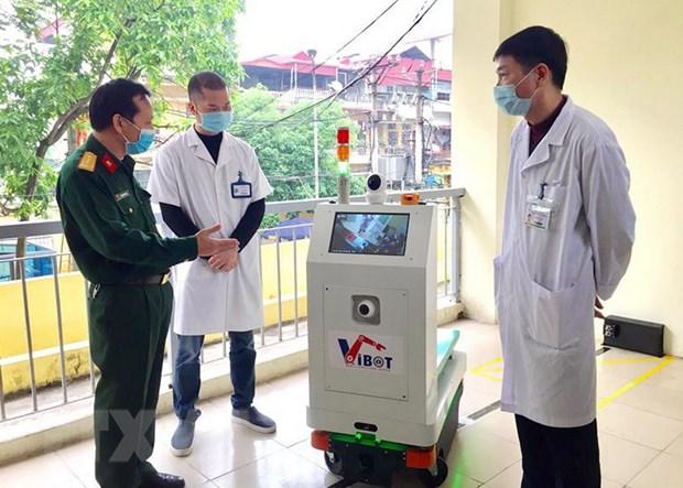 Nhiều robot y tế được nghiên cứu chế tạo phục vụ chống dịch COVID-19