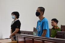 hanh hung bac sy trong luc cho vo sinh con doi tuong linh 10 thang tu