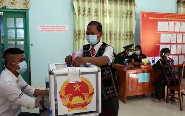 Cử tri 6 xã ở Quảng Nam phấn khởi đi bỏ phiếu trong ngày bầu cử sớm