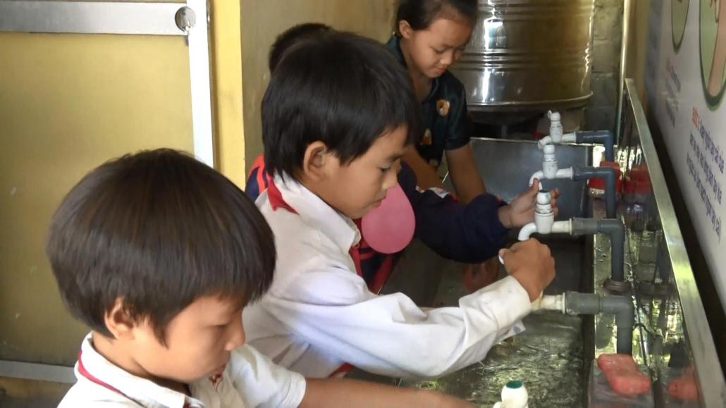Đảm bảo chất lượng nguồn nước cho học sinh Trường tiểu học số 2 xã Văn Lăng