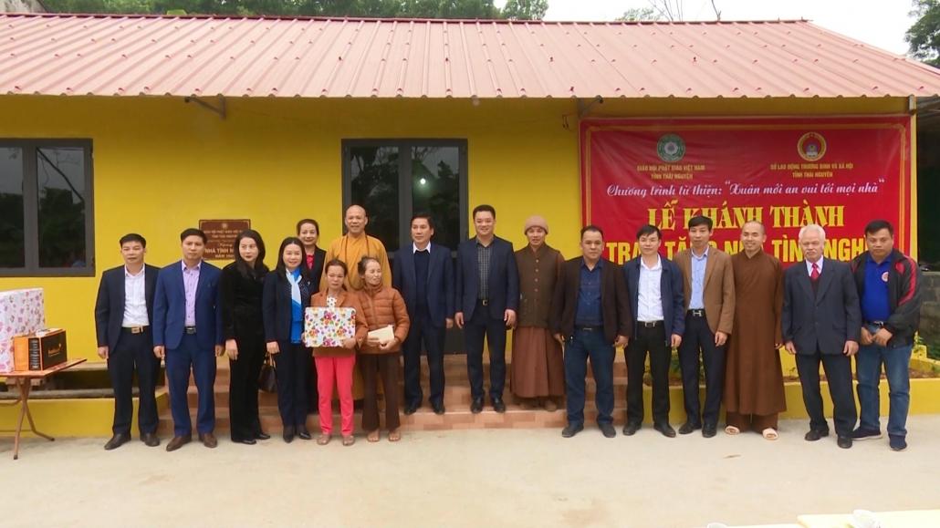 Đồng chí Chủ tịch UBND tỉnh trao tặng nhà tình nghĩa cho hộ nghèo