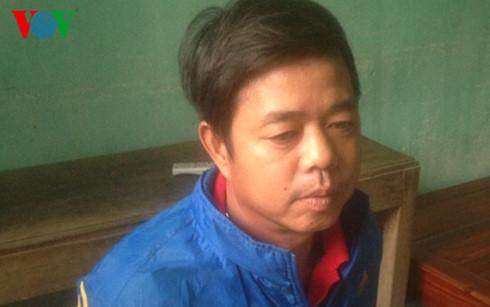 Thanh Hóa: Dân mật phục bắt 2 vợ chồng đổ trộm chất thải xuống biển