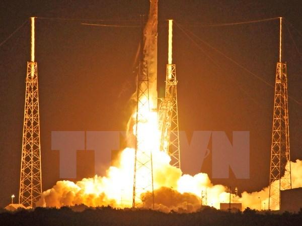 spacex phong va thu hoi thanh cong ten lua day falcon 9