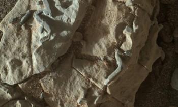 NASA phát hiện các vật thể hình que trên sao Hỏa