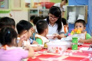 """Cho trẻ 3 tháng tuổi """"đi học"""": Khó từ đội ngũ giáo viên"""