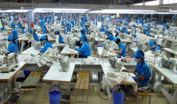 136 doanh nghiep bao cao ve tien luong nam 2017 va thuong tet nam 2018