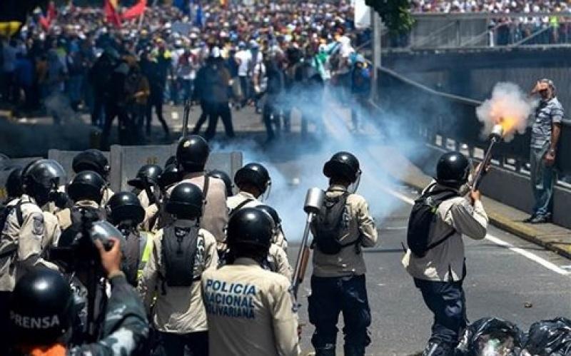 cuop boc va bieu tinh tiep dien tai mien nam venezuela