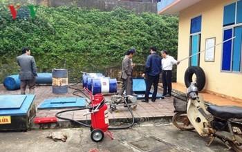 Hàng loạt xe ở Quảng Trị chết máy khi đổ xăng pha nước