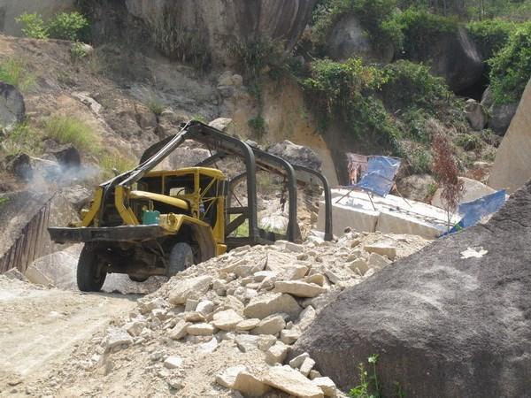 Bốn người thương vong do nổ mìn khai thác đá ở tỉnh Đắk Nông
