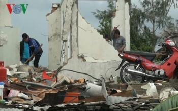 Lốc xoáy làm 1 người chết, 6 người bị thương và hơn 170 căn nhà hư hỏng
