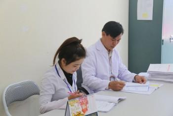 Chuyện những bác sĩ làm công việc se duyên cho bệnh nhân nhiễm HIV