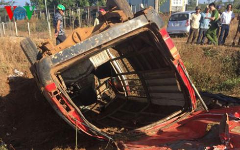 xe cho go tong mo to 3 nguoi thuong vong