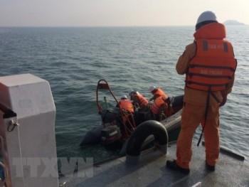 Lật thuyền nan trên biển, 2 ngư dân Quảng Trị đang mất tích