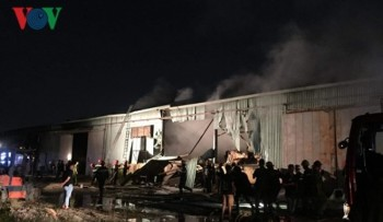 Kho giấy gần 2.000 m2 tại TPHCM bốc cháy ngùn ngụt