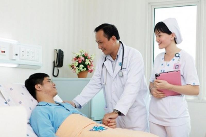 Tăng lương để bác sĩ chuyên tâm vào nghề và giữ vững y đức